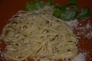 pasta alfredo al cilantro 2 mundochapin 300x199 - Recipe - Pasta Alfredo with Coriander Sauce