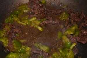 Carne y Hongos Ocox 4 mundochapin 300x200 - Recipe - Beef and Boletus Mushrooms (Ocox Mushrooms) with husk tomatoe sauce