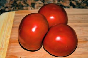 Tomates Manzanos con Queso de Chancol 1 mundochapin 300x200 - Tomatoes with Chancol® Cheese
